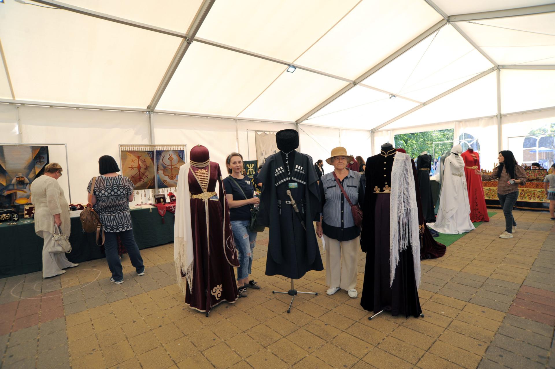 ярмарка 076 scaled - Выставка народных ремесел в Адыгее